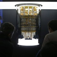 """IBMs Quantencomputer """"System Q"""" ist auf der Elektronikmesse CES in Las Vegas zu sehen."""