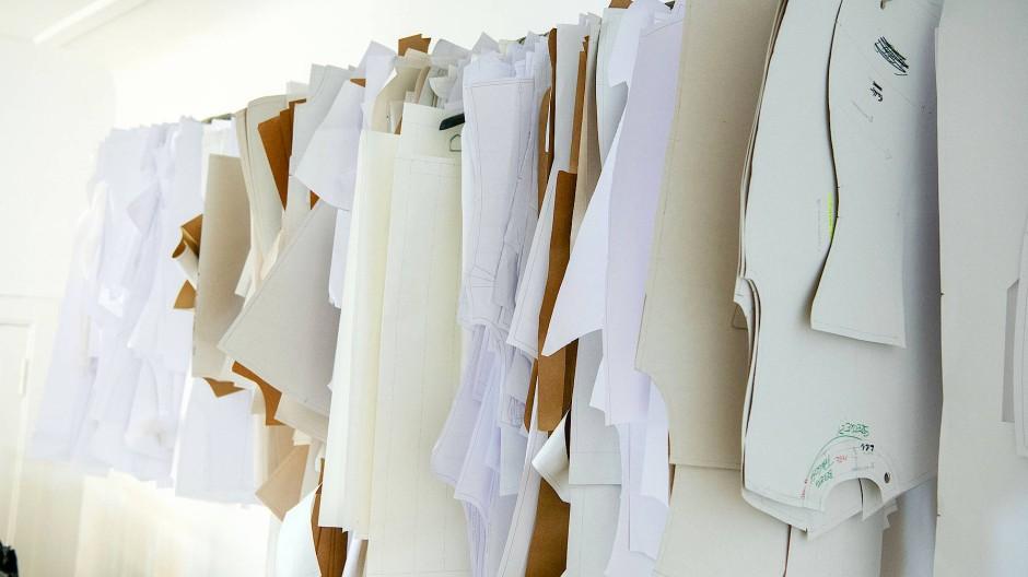 Schnittmuster aus Papier im Richert Beil-Atelier