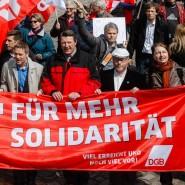 """""""Zeit für mehr Solidarität"""": Maikundgebungen fanden am Sonntag in allen größeren deutschen Städten statt."""