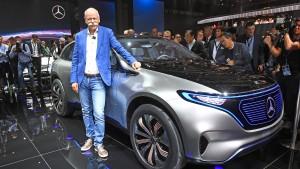 Daimler versucht mit erstem E-Mercedes die Aufholjagd auf Tesla