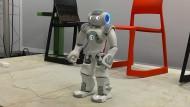 "Roboter Quinn Nao tritt auf der Messe ""Zukunft Personal"" auf."