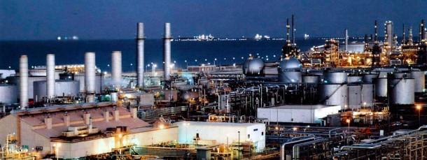 Ölraffinerie in Saudi Arabien
