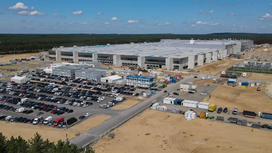 Die Tesla-Baustelle in Grünheide Anfang Juli 2021