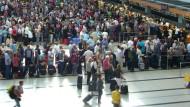 Flughafen Antalya: Der Tourismus ist eine wichtige Branche für die Türkei. Wegen des Terrors kommen nun aber viel weniger Urlauber.