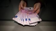 Die Fünfhundert-Euro-Scheine werden schon jetzt immer weniger.