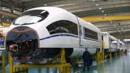 Zugproduktion in China: Die Ähnlichkeit zum deutschen ICE ist kaum zu übersehen.