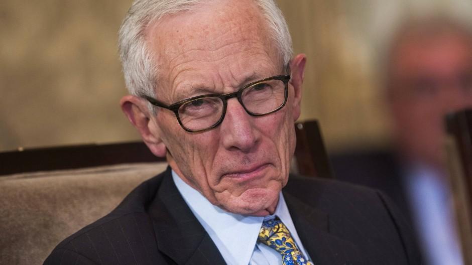 Vize-Fed-Chef Stanley Fischer warnt vor lockereren Regeln für Banken