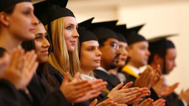 Erste Absolventen des Touro College in Berlin geehrt