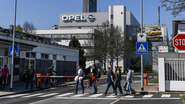1400 Opel-Mitarbeiter protestieren in Eisenach