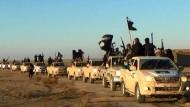 Auch dieses Bild hat einst der IS selbst im Internet  verbreitet über eine Kämpfer-Kolonne.