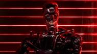 Der Terminator T-800 lässt sich im Film kaum von seiner Menschenjagd abbringen.