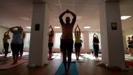 Fit durch Yoga: Der Sonnengruß
