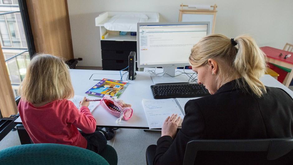 Schwierige Kombination: Berufstätigkeit und Mutterrolle