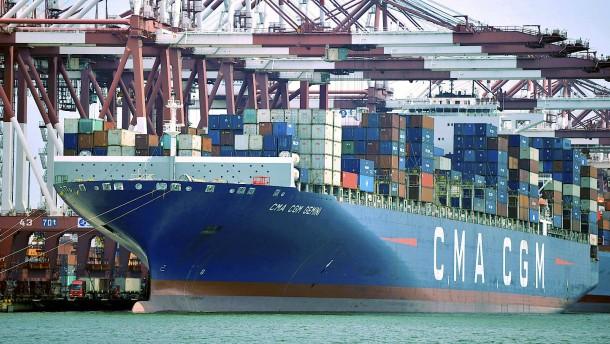 Chinas Export fällt wegen Corona stark