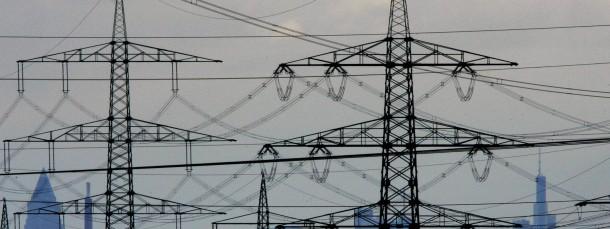 Stromtrassen nahe Frankfurt: Unternehmen wollen sich zu Energienetzen zusammenschließen.