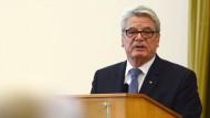 Bundespräsident Joachim Gauck: Mutmaßlich bleiben ihm komplizierte Fragen des Verfassungsrechts erspart – es sei denn, die Genossen lehnen den Koalitionsvertrag ab.
