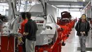 Beschäftigt Tesla Billiglöhner aus Drittländern?
