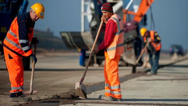 Vollbeschäftigung für Mindestlohnkontrolleure