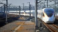 """""""Fuxing"""" bedeutet """"Wiedergeburt"""". Der neue chinesische Hochgeschwindigkeitszug soll bis zu 400 Kilometer pro Stunde schnell sein."""