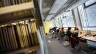 Sich mit Hilfe eines Darlehens ganz aufs Studium konzentrieren? Das ist verlockend - aber birgt auch Gefahren.