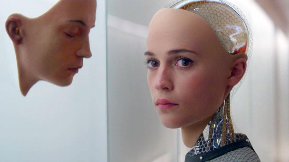 Nach welchem Bild formen wir unsere intelligenten Roboter? Das ist eine der zentralen Fragen des Films Ex Machina von 2015.