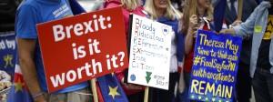 Ist es das wert? Demonstranten gegen den Brexit stellen die entscheidende Frage.
