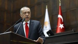 Erdogan sagt hohen Zinsen und Inflation den Kampf an