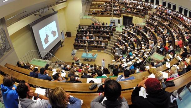 Deutsche Studenten wollen Staatsdiener werden