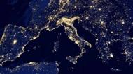 Europa aus dem All: Die Lage in den Krisenländern bessert sich.