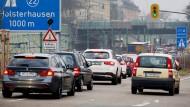 Bald dieselfrei? Wie geht es weiter mit der A 40? Hier die Auffahrt Essen-Holsterhausen im Berufsverkehr.