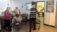 Wie gut sind die deutschen Heime? Die Krankenkassen dürfen weiterhin Noten vergeben.