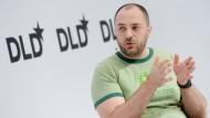 WhatsApp-Gründer Jan Koum hatte auf der Netzkonferenz DLD nicht nur eine Neuigkeit im Gepäck.