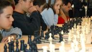 Simultan-Schach ist schon mit offenen Augen schwer.