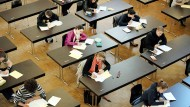 Prüfungsangst? Wenn Noten nicht mehr so wichtig sind, spielt auch eine vermasselte Klausur keine so große Rolle mehr.