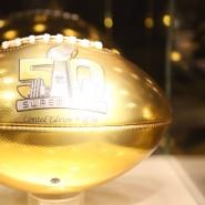 Der goldene Wilson Football: Ein Mitbingsel für Fans.