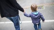 Wenn das Kind mehr auf eigenen Beinen steht, wollen viele Mütter zurück in die Vollzeit.
