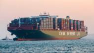 Das größte Schiff der Welt besucht Hamburg