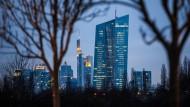 Zentrale der EZB in Frankfurt: Die lockere Geldpolitik hat auch gute Seiten für Anleger und Sparer.