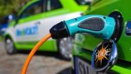 Bislang fahren nur ein Bruchteil der von der Bundesregierung gewünschten Zahl an Elektroautos in Deutschland: etwa 35.000