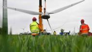 Die Regierung in Hannover erhofft sich mehr Schwung für die Wirtschaft durch Windräder.