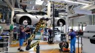 i8-Produktion in Leipzig: Auch BMW und Co suchen Informatiker.