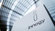 Das Logo von Innogy ist auf einem Schild vor der Eon-Konzernzentrale zu sehen: Nach der Übernahme durch den Energieversorger Eon soll das Unternehmen nun von der Börse genommen werden.