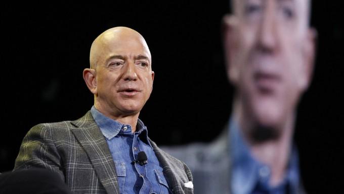 Amazon-Gründer Jeff Bezos macht ein bisschen Kasse mit Aktien.