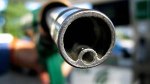 Rösler will Benzinpreise überwachen