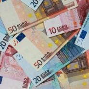 Wer sehr viel Geld auf dem Tagesgeldkonto hat, muss nun gelegentlich Zinsen zahlen an die Bank.