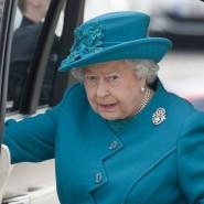 Hoher Besuch: Die Queen auf dem Weg in die Jaguar-Fabrik