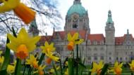 Blümchen vor dem Rathaus genügen nicht mehr: Die Kommunen müssen mit Kitas, Kulturangeboten und Infrastruktur punkten.