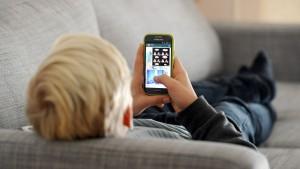 Smartphone-süchtige Jugendliche sind unglücklicher