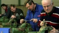 Unternehmen müssen sich auf zunehmend ältere Beschäftigte einstellen.