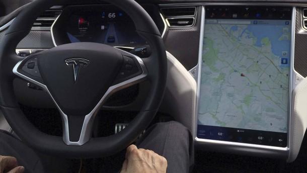 Börsenaufsicht untersucht tödlichen Tesla-Unfall